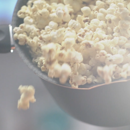 To innovate a movie night: movie tips and popcorn recipe